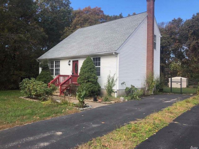4 BR,  2.00 BTH  Cape style home in Shirley