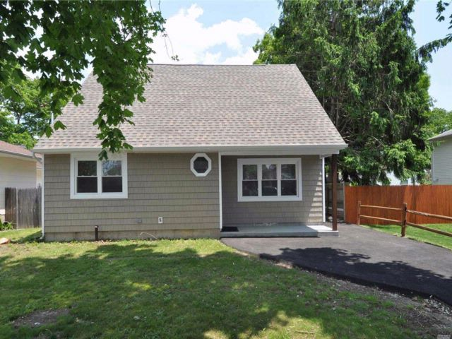 3 BR,  1.50 BTH  Cape style home in Shirley